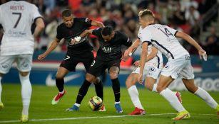 Mbappé contra Neymar durante partido de la Ligue 1