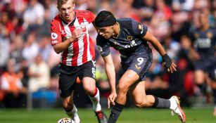 Raúl Jiménez en acción con Wolverhampton