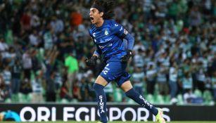 Carlos Acevedo en acción con los Guerreros