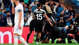 Jugadores del Sheriff celebran gol ante el Madrid