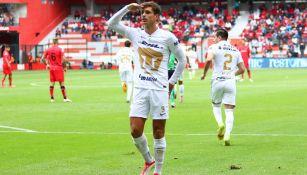Juan Ignacio Dinenno festejando un gol contra Toluca