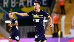 Miha Zajc en acción con el Fenerbahçe