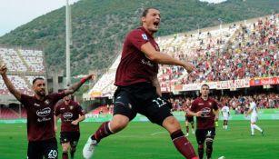 Milan Djuric tras anotar gol ante el Genoa