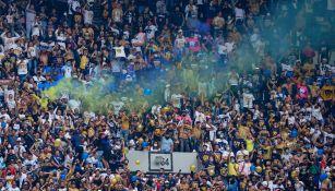 Afición de Pumas en el Estadio Azteca