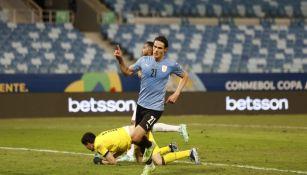 Edinson Cavani durante partido con la Selección de Uruguay