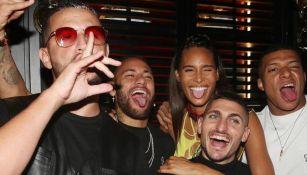 DJ Snake, Neymar, Marco Verratti, Cindy de Bruna y Mbappé en la fiesta