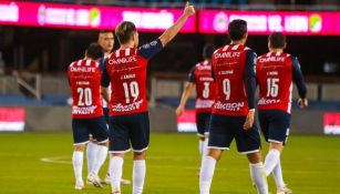 Jugadores de Chivas en festejo