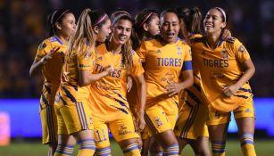 Las jugadoras de Tigres celebrando un gol
