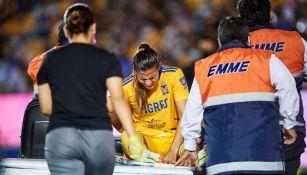 Nayeli Rangel dejó el terreno de juego por conmoción cerebral