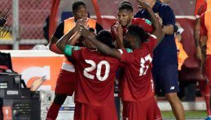 Jugadores panameños celebrando un gol a favor