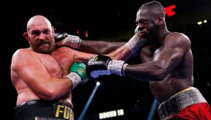 Tyson Fury conectando a Wilder