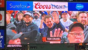 Tom Cruise junto a los fans del beisbol