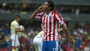 Gullit Peña en festejo ante América