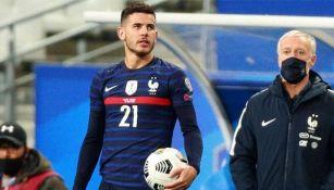 Lucas Hernández en un partido con Francia