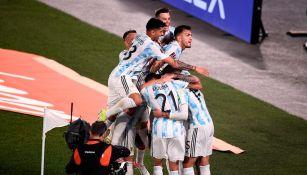 Jugadores argentinos celebran un gol