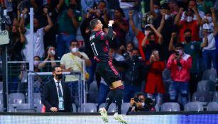 Funes Mori celebrando un gol con el Tri