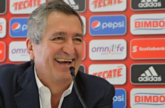 Vergara en conferencia de prensa con Chivas