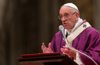Papa Francisco durante una misa