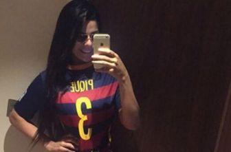 Suzy Cortez presume una playera del Barcelona con nombre de Pique