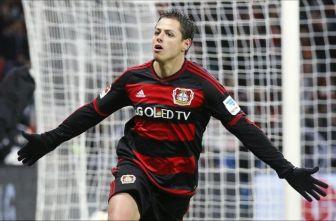 Chicharito celebra un gol con el Bayer Leverkusen