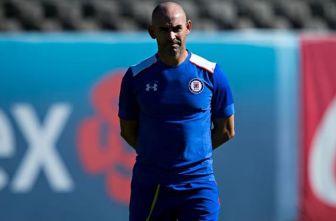 Paco Jémez dirige un entrenamiento de Cruz Azul