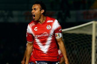 Leobardo López festeja el gol frente a Querétaro