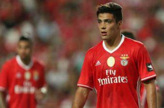 Raúl Jiménez, durante un juego del Benfica