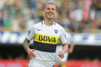 Darío Benedetto festeja gol con Boca