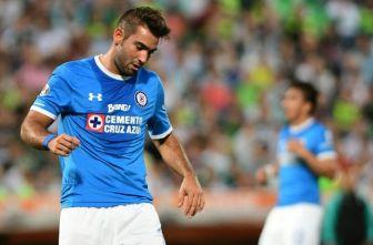 Cauteruccio se lamenta durante el partido de Cruz Azul