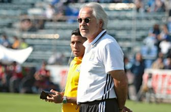 Miguel Mejía Barón durante el partido contra Cruz Azul