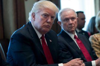 Donald Trump durante una reunión con su gabinete