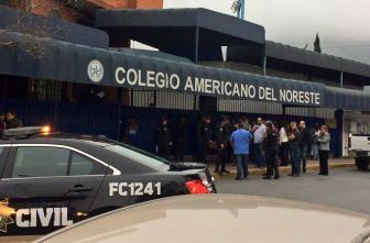 Policía resguarda colegio tras tiroteo provocado por alumno