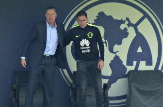 Ricardo Peláez y Pablo Aguilar en un entrenamiento de América