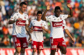 Avilés Hurtado festeja su gol contra Jaguares