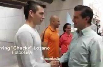 Peña Nieto saluda de mano a Hirving Lozano