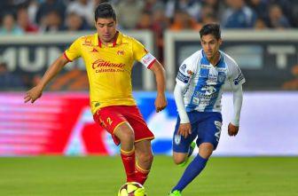 Enrique Pérez en un partido con Morelia