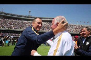 Embedded thumbnail for Pumas rinde homenaje a Aaron Padilla
