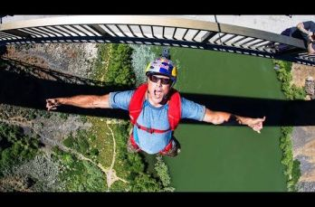 Embedded thumbnail for Miles Daisher rompe récord al realizar 63 BASE jumps en 24 horas