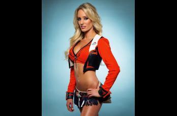 Emily, porrista de los Broncos de Denver