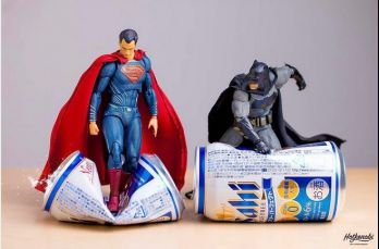 El artista japonés Hotkenobi retrata la 'vida privada' de los superhéroes