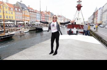 La bella Charlotte Flair disfruta de Copenhague