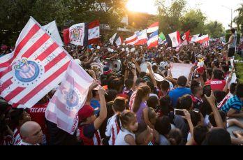 Los cánticos de apoyo a Chivas presentes en el hotel de concentración