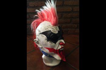 Una vez, Psycho Clown sacó una máscara de Batman