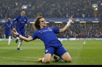 David Luiz festeja su gol en el partido contra la Roma