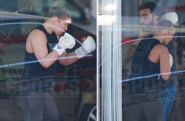 Ronda Rousey entrenando en un gimnasio