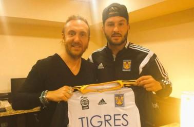 Gignac y David Guetta posan en una foto