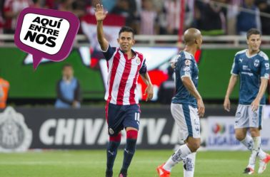 Néstor Calderón festeja anotación con Chivas