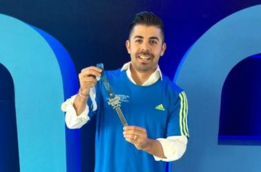 Playera y medalla del Maratón de CDMX 2016