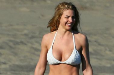 La sexy Gemma se mostró muy sonriente en la playa