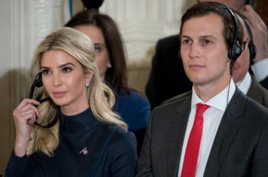 Ivanka Trump junto a sus esposo Jared Kushner en una conferencia